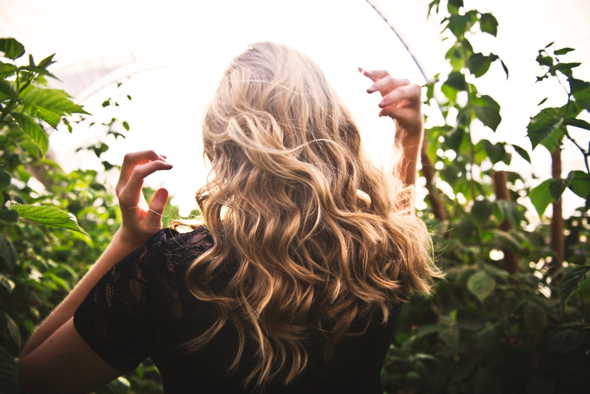 The Curly Girl Method: from straight hair to wavy hair