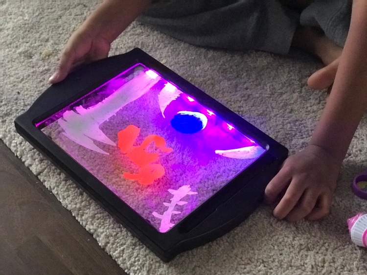 The Wandering Mother Blog - GlowArt LED Drawing Board Review